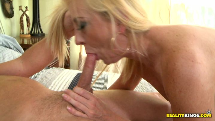 Overwhelming Easah Evans gets doggy styled by hung bf