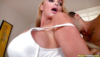 Passionate hottie Taylor Wane was waiting all day to suck wang